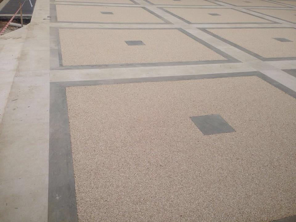 sauso akmens grindys